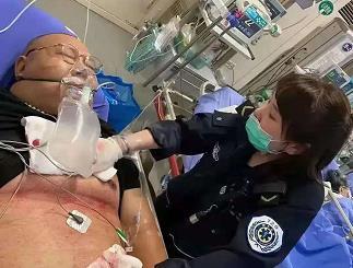 #南京撞人事件一胖哥见义勇为被刺伤#见义勇为,好样的!-时光屋