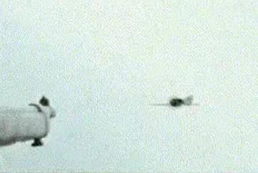 《登陆之日》用枪打飞机的情节媲美抗日神剧里有-时光屋