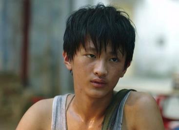 《隐秘角落》中严良扮演者史彭元,低调勇救落水小孩-时光屋