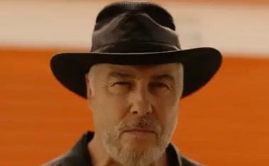 威廉·彼德森在《犯罪现场调查处:拉斯维加斯》的拍摄片场发病-时光屋
